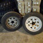 トレーラーのタイヤ交換と電動ドリルのブラシ清掃