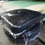 縦目ベンツのガソリンタンクの穴確認と塗装