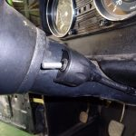 縦目ベンツの増設したHi/Lo切り替えスイッチを固定する