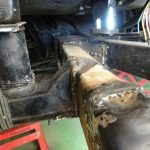 サンバーのフレーム継ぎ補強と穴埋め