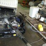 サンバー・トラックのエンジン周り洗浄