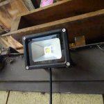 サンバー・トラックのマフラー穴塞ぎと保管場所の投光器LED化