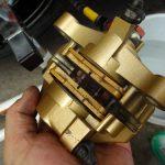 GSX-Rのチェーン給脂とリヤキャリパー清掃